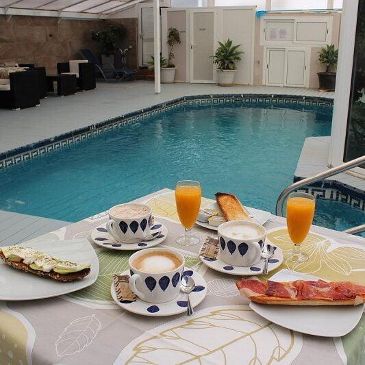 Desayuno piscina